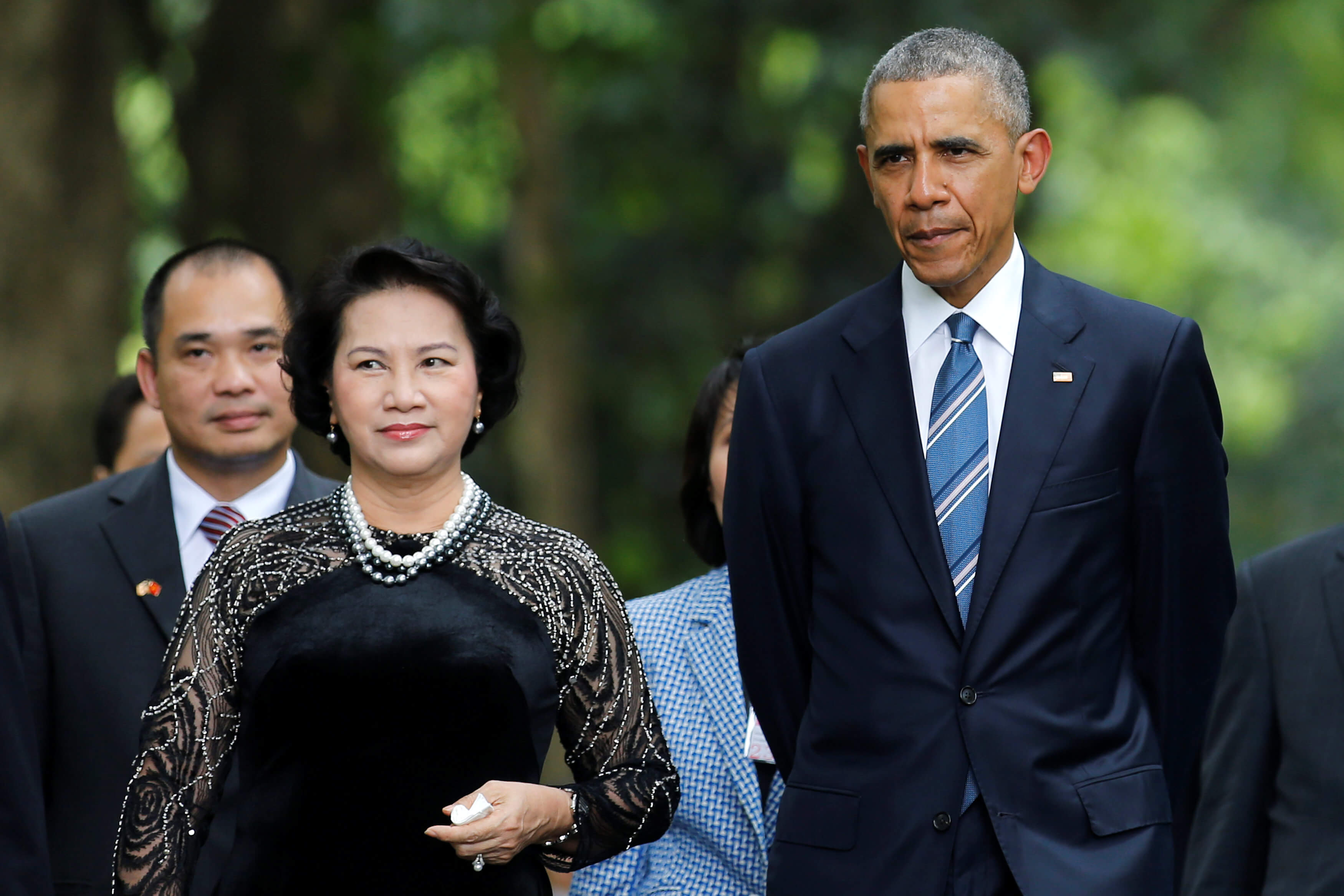 U.S. President Barack Obama walks with Vietnam's National Assembly Chairwoman Nguyen Thi Kim Ngan during a visit at the gardens of the presidential palace in Hanoi, Vietnam May 23, 2016. REUTERS/Carlos Barria