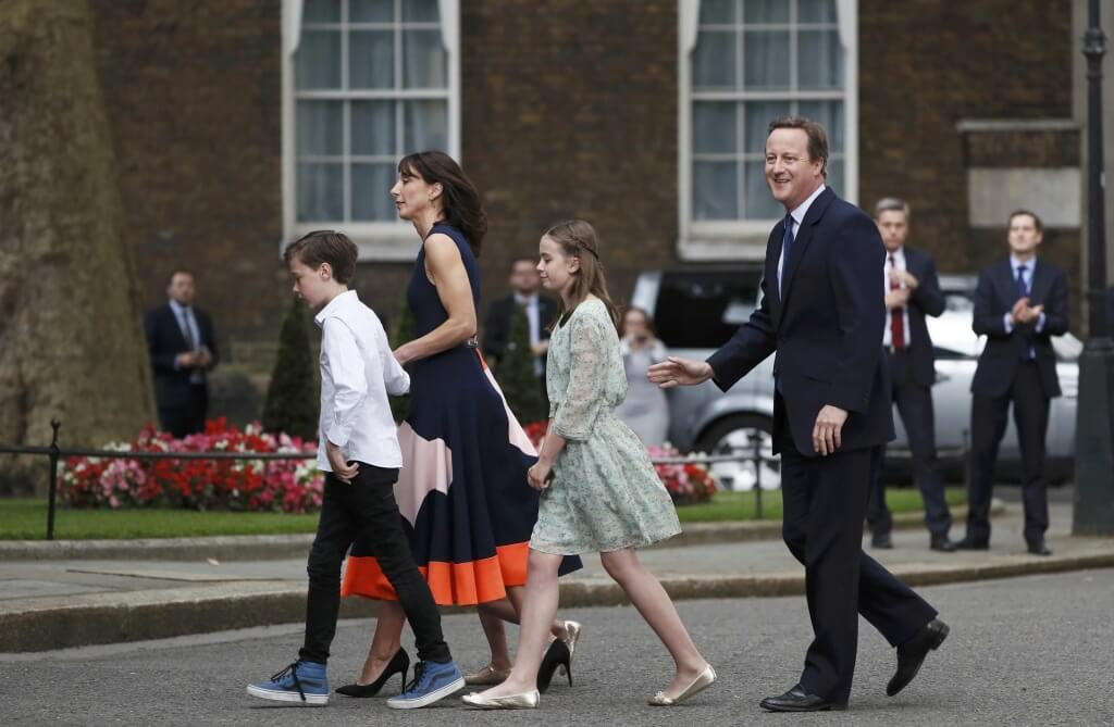 Britain's outgoing Prime Minister, David Cameron, accompanied by his wife Samantha, daughters Nancy and Florence and son Arthur, prepare to pose for photographs in front of number 10 Downing Street, on his last day in office as Prime Minister, in central London, Britain July 13, 2016. REUTERS/Stefan Wermuth